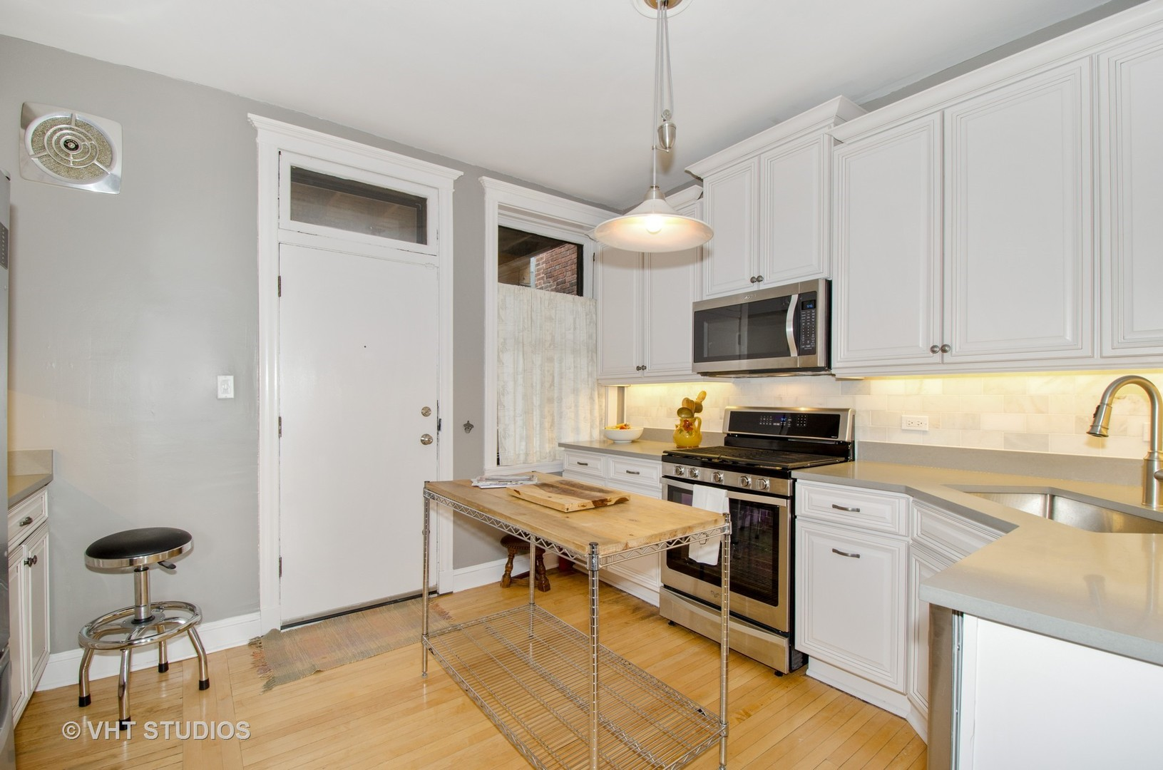 1330 West Birchwood Avenue, #C, Chicago, IL, 60626 | The Lowe Group