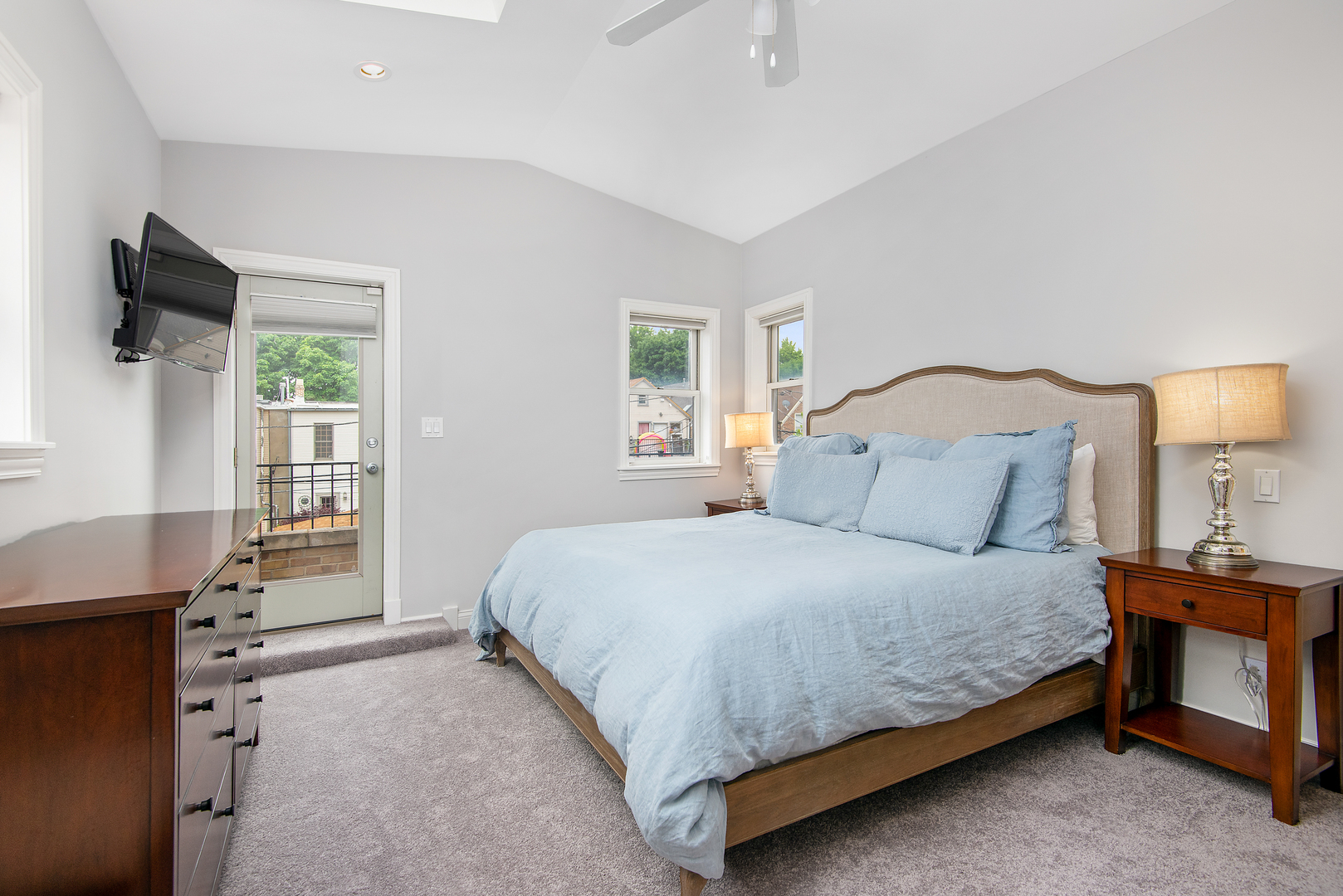 2119 West Homer Street, Chicago, IL, 60647   The Lowe Group