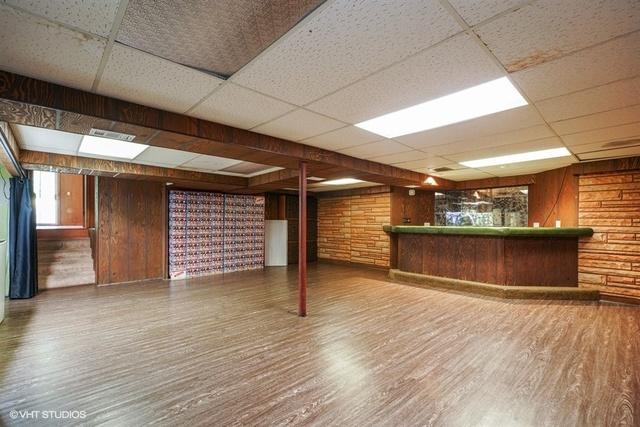 6 W Rand Rd, Villa Park, IL 60181