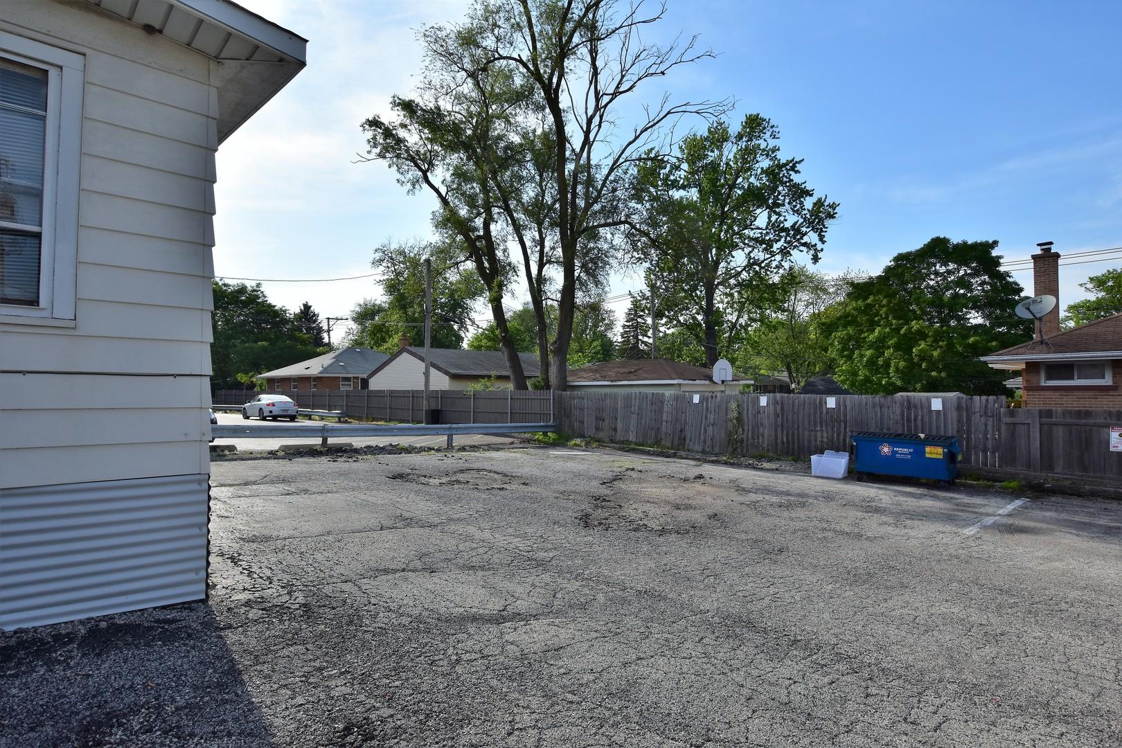530 W St Charles Rd, Villa Park, IL 60181
