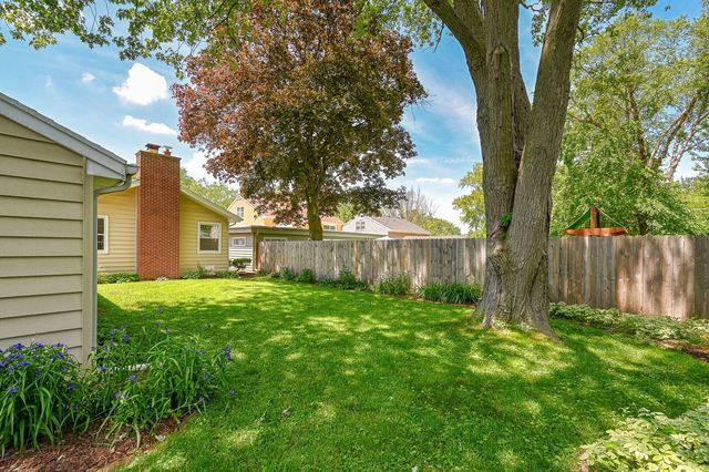 555 S Edgewood Ave, Lombard, IL 60148