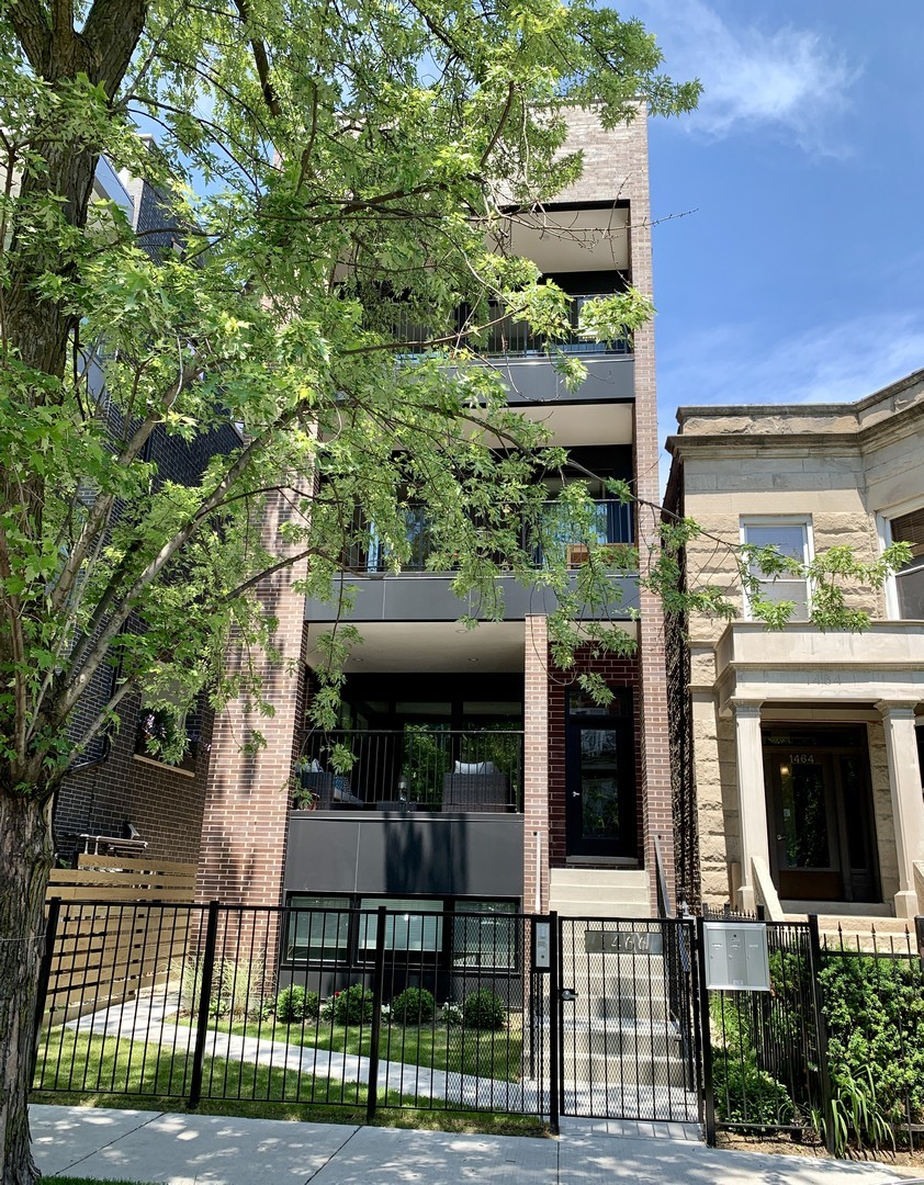 Bucktown NEW construction! TOP FLOOR UNIT with PRIVATE ROOFTOP in a three unit building in awesome l