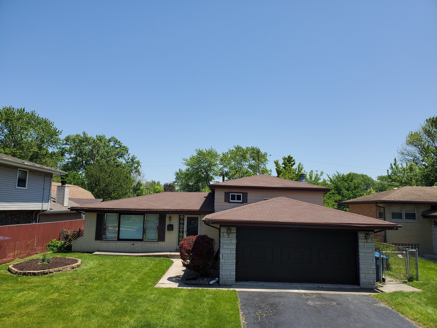 Comfortable and neat 4 bedroom tri-level home freshly painted throughout! Features large living room