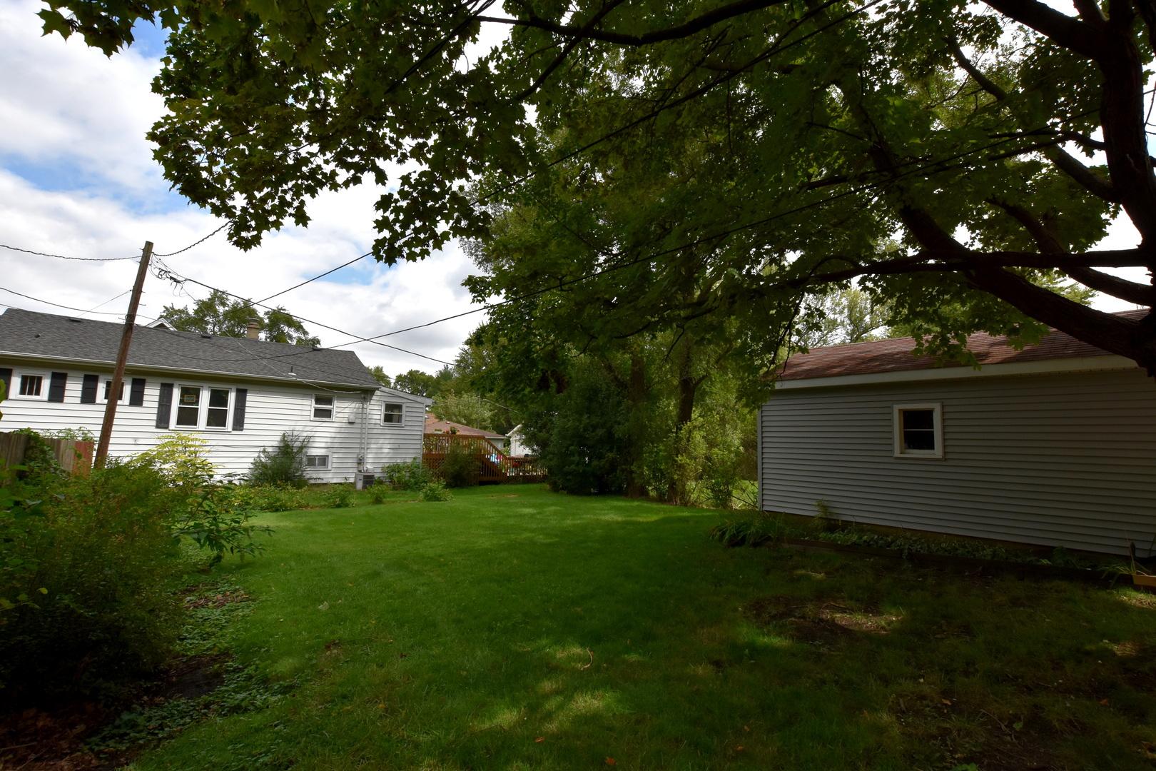 406 E Washington St, Villa Park, IL 60181