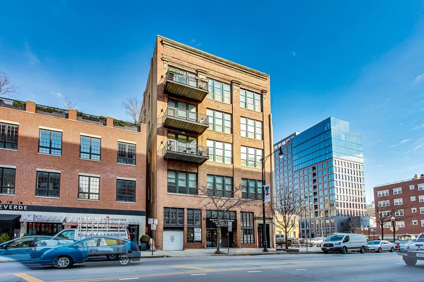 Beautifully updated 3 bedroom/2 full bath condo in the Heart of the West Loop! Located in a boutique