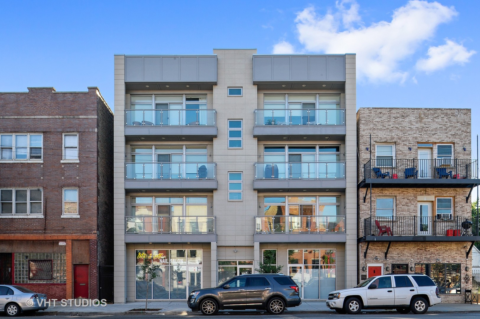 LIKE NEW SUNNY LARGE PENTHOUSE WITH PRIVATE ELEVATOR ACCESS AND TWO CAR GARAGE in a 45' wide new con