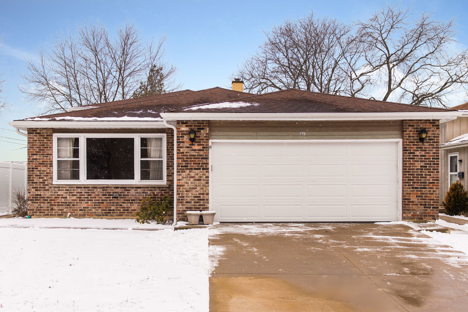 Super solid split level in Hammerschmidt school district. Three  large bedrooms upstairs and an additional bedroom/office on lower level. Huge family room. Roomy eat-in kitchen. Large yard. Lots of news in this comfy home. HVAC-2020, Hot water heater-2020, roof-2015, garage door-2020, carpeting throughout-2020.