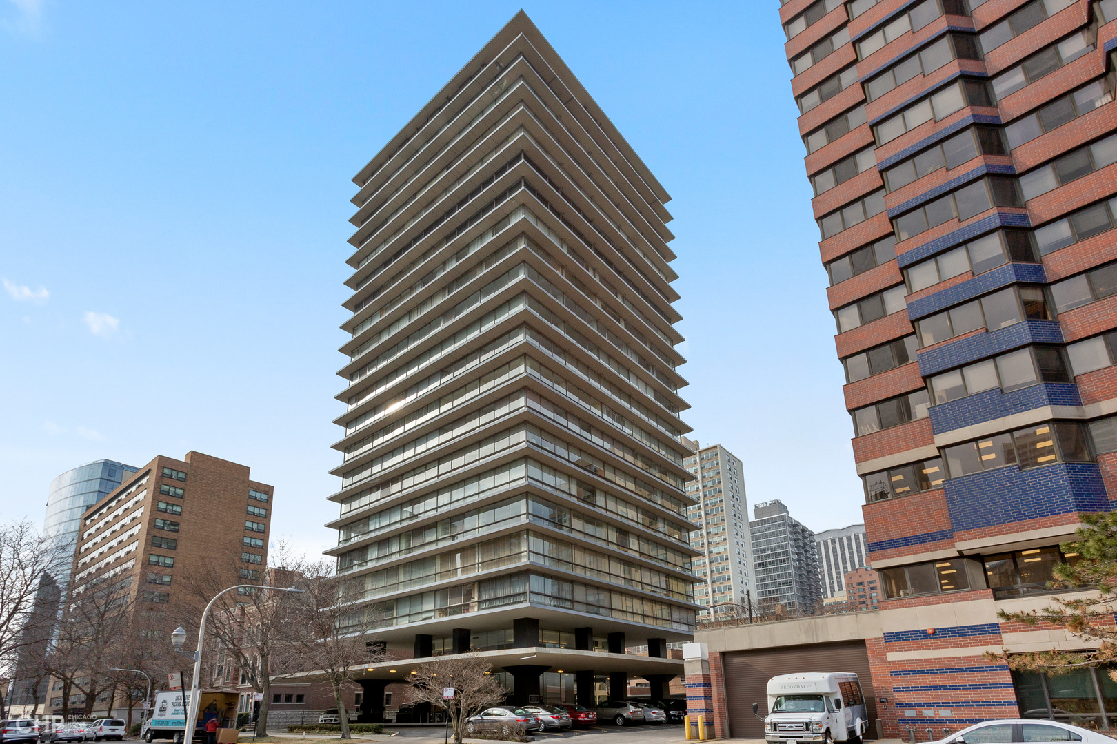 Mid-Century Modern 3BR 2BA spacious corner unit with parking at Architecturally Significant 320 W Oa