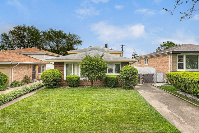 Beautifully well maintained brick split level home is available now for immediate occupancy.  This s