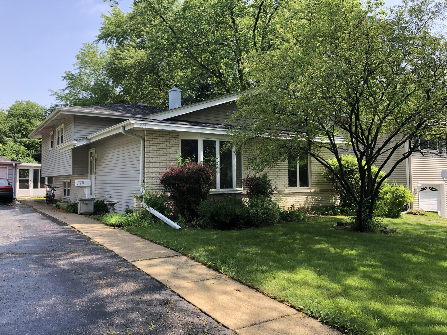 So much space, so much potential! Bring your decorating ideas to this wonderful 5 bedroom home. Updated kitchen features Corian counters, island with sitting area, and ceiling fan. Large living room has tiled entry with guest closet, bow window, hardwood floor and opens to the dining room. Large 2nd floor bedrooms have hardwood flooring and spacious updated bath. Family room has recessed lighting and walks out to back yard; carpet has been removed. 5th bedroom has partial bath attached, could be perfect guest room or in-law. Lovely screened room off garage is great for entertaining and enjoying the outdoors. New since 2014: roof, CAC, sewer line to street, water line to house, sump pump, lower level water proofing; however, home is being sold As-Is. Seller has never lived in home. Located in acclaimed Parkview Elementary School District. This is it!