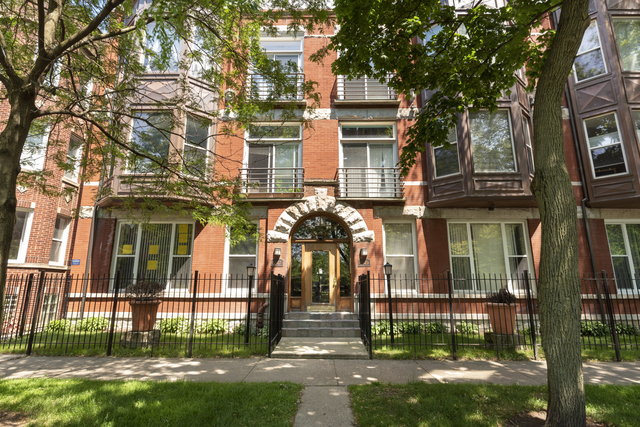 GORGEOUS, STUNNING, MOVE IN READY rarely available CONDO-DUPLEX w/ LOFT & DOUBLE BALCONY!!! This hom