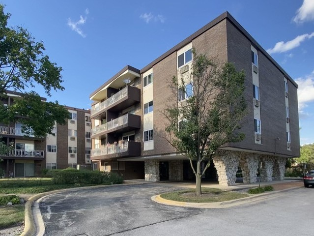 Spacious top floor corner unit in need of TLC. Balcony off the living room overlooks green space and the pool. Eat in kitchen. Two generous sized bedrooms with good closet space. Assessment includes heat and water. Laundry and storage are on the same floor.  Convenient to expressways and shopping.