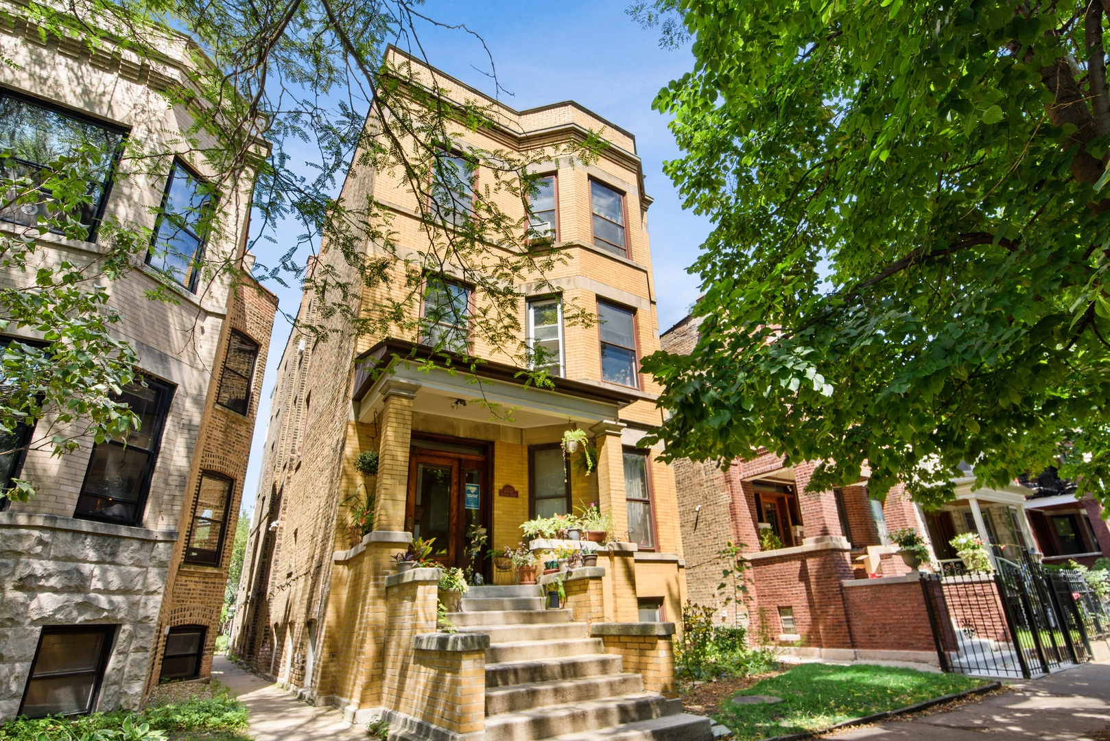 Wide brick 4 flat on a quiet block in the heart of Lincoln Square.  Top 3 units each have 3 wide bed